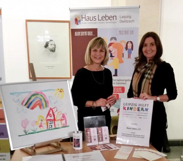 Die Kunsttherapeutin Marlies Doehler-Bischoff (links im Bild) leitet das Friesennest im Haus Leben Leipzig