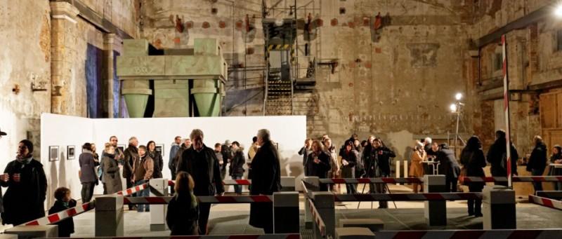 """""""Obstruction"""" (Sperre, Hindernis). Eröffnung der Installation im Kunstkraftwerk Leipzig"""