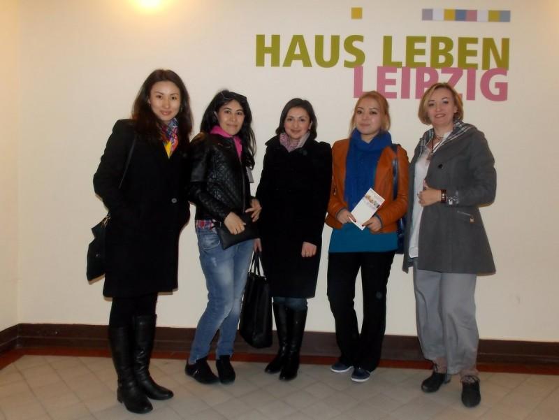 v.r.n.l: Gagina Tatyana, Barizova GuZel, Lusine Karapetyan, Tulesbayeva Gulpar, Kudaibergenova Guldana (die Familiennamen werden in Kasachstan an erster Stelle genannt)