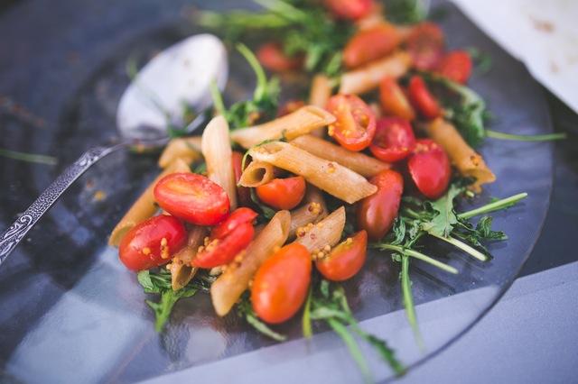 food-plate-rucola-salad-Karolina Grabowska.STAFFAGE