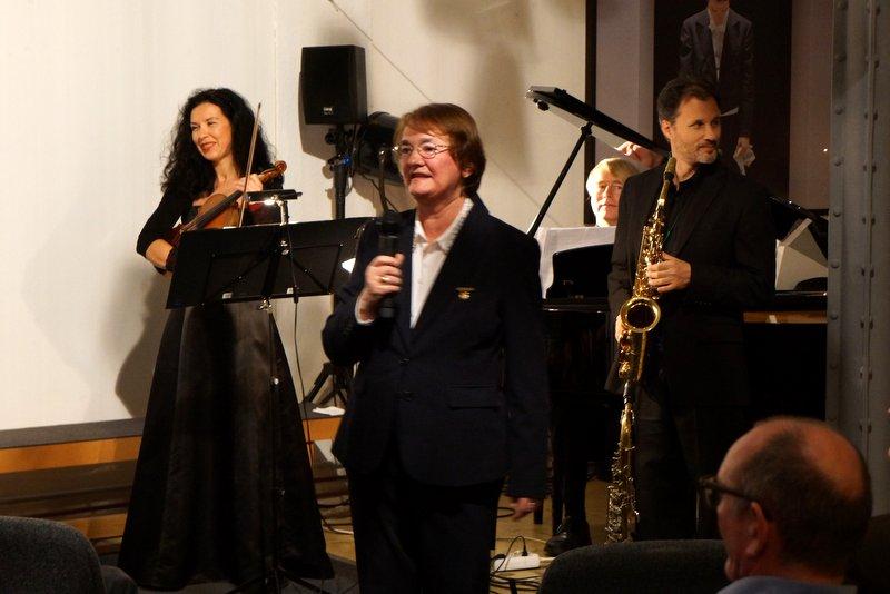 Anne Turre, Präsidentin des Inner Wheel-Club Leipzig, eröffnet das Benefiz-Konzert