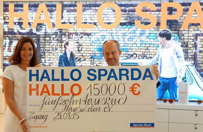 Spendenübergabe durch Martin Laubisch (stellv. Vorsitzender des Vorstands der Sparda-Bank Berlin eG)